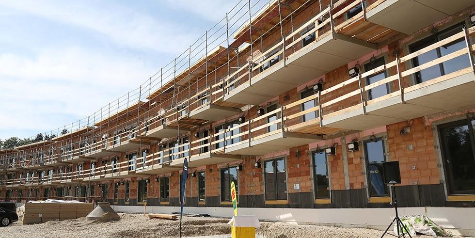 """Erster Bauabschnitt im """"Auenland"""" feiert Dachgleiche"""